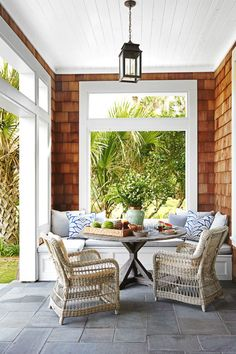 The perfect front porch!!