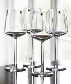 Vinglas from Ittala, can be found on Cervera - FMkitchen. Wine Auctions, Glass Photography, Glass Ceramic, Kitchen Accessories, Scandinavian Design, Marimekko, Finland, Wine Glass, House Design