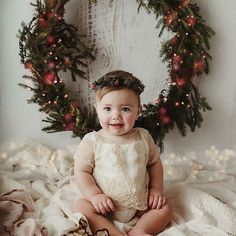 christmas photoshoot One more beautiful - christmas Xmas Photos, Family Christmas Pictures, Christmas Pictures With Lights, Christmas Lights, Christmas Tree, Christmas Backdrops, Christmas Portraits, Christmas Photoshoot Ideas, Toddler Christmas