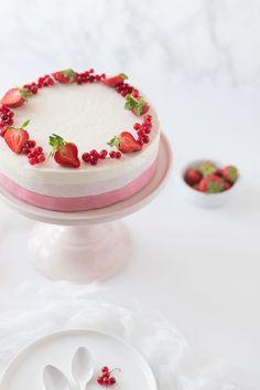 Entremets Ombré Fruits Rouges, Vanille, Amande | Lilie Bakery http://liliebakery.fr/entremets-ombre-fruits-rouges-vanille-amande/