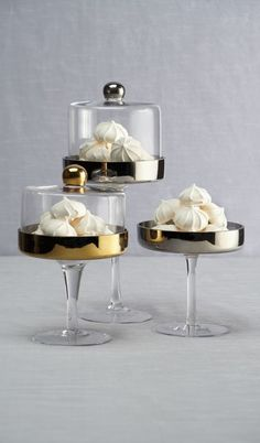Our stylish Pedestal Cake Stands are tailor-made for your chic confections! Home Decor Accessories, Kitchen Accessories, Kitchen Items, Kitchen Decor, Dessert Aux Fruits, Pedestal Cake Stand, Kitchenware, Tableware, Cake Plates