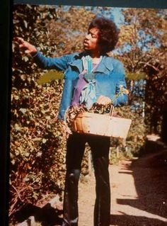 Jimi Hendrix with a basket!:3