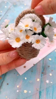 Diy Origami - Chrysanthemum for girls videos crafts crafts crafts Cool Paper Crafts, Paper Flowers Craft, Paper Crafts Origami, Diy Flowers, Flower Diy, Origami Flowers, Diy Paper, Handmade Flowers, Tissue Paper
