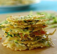 These Baked Parmesan Cheese Crisps are easy to make, go great on a salad or as a topping on your soup. You could also eat them as a healthier alternative to chips! Parmesan Chips, Parmesan Cheese Crisps, Zucchini Crisps, Zucchini Rounds, Zucchini Hummus, Zucchini Parmesan, Zucchini Cheese, Parmesan Recipes, Grated Cheese