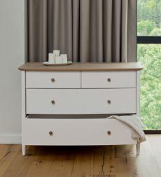 Elise Bedroom range: chest of 4 drawers / Elise Bedroom kolekcija: 4 stalčių komoda.