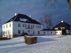 Semb hovedgård, Eskebekkveien 98, NO-3186 Horten Norway House, Country Estate, Farm Gardens, House Floor Plans, Homesteading, Architecture Design, Interior Decorating, Villas, Villa