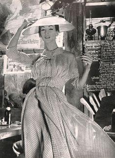 1957 Harper's Bazaar - #Mode #Fashion #Vintage #Années50 #Années1950 #Fifties #1950s #50s #50 #1950's #Anos50 #Décadade50 #Décadade1950 #Década50 #GoldenYears #AnnéesDorées #AnosDourados #AñosDorados #Harpers #HarpersBazaar