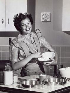 Betty Crocker with attitude. Old Wife, Happy Soul, Betty Crocker, Vintage Ladies, Mom, Favorite Quotes, Attitude, Beverages, Facebook