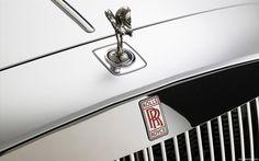 A emblemática imagem da Rolls-Royce (Rolls Royce Motor Cars). Símbolo de qualidade e alto padrão de conforto, tornou-se também famosa pela fabricação de automóveis de custo elevado e geralmente destinados a membros da realeza e chefes de Estado em todo o mundo. É uma empresa automobilística inglesa subsidiária da BMW.
