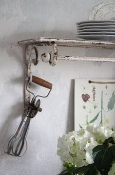 Shelf and beater Kitchen Items, Kitchen Decor, Kitchen Utensils, White Cottage Kitchens, Shabby Chic Antiques, Egg Beaters, Vintage Interiors, Vintage Country, Country Kitchen