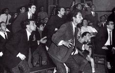 Adeptos do Benfica acompanham pela televisão o jogo da final da Taça dos Campeões em San Siro (1964/65).