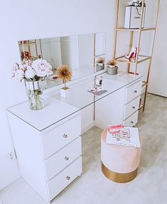 61 Dressing Table Design Ideas Home Design Dressing Table Inspo, Built In Dressing Table, Dressing Table Organisation, Dressing Table Design, Bedroom Dressing Tables, Diy Makeup Dressing Table, Ikea Dressing Room, Corner Dressing Table, Dressing Table Storage