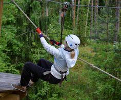 Välillä tarvitaan vähän käsivoimia. This calls for muscle strength! #treetopadventure #seikkailupuistohuippu