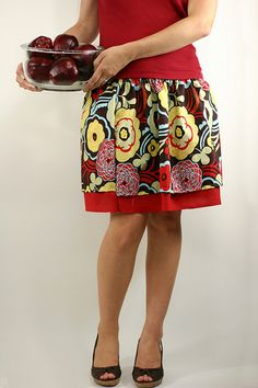 Ruffles and Roses: Summer of Skirts - Simple Elastic Skirt tutorial Diy Clothing, Sewing Clothes, Clothing Patterns, Sewing Patterns, Sewing Hacks, Sewing Tutorials, Sewing Projects, Coin Couture, Diy Vetement