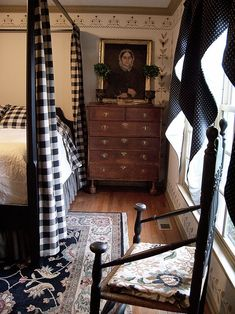 Primitive Country Bedrooms, Primitive Living Room, Country Farmhouse Decor, Primitive Homes, Primitive Antiques, Vintage Farmhouse, Primitive Bedding, Primitive Furniture, Primitive Decor