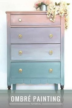 How To Paint Ombré Furniture With Furniture Paint DIY tutorial – how to paint ombré furniture with eco-friendly furniture paint from Country Chic Paint – Mobilier de Salon Refurbished Furniture, Repurposed Furniture, Furniture Makeover, Cool Furniture, Modern Furniture, Furniture Design, Antique Furniture, Furniture Stores, Country Furniture