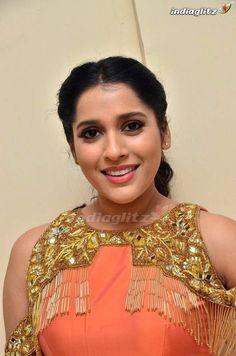 South Indian Actress Hot, Most Beautiful Indian Actress, Most Beautiful Women, Bollywood Actress Hot Photos, Tamil Actress Photos, Pooja Bose, Exotic Women, India Beauty, Indian Designer Wear