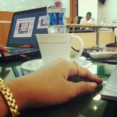 Office. Meeting time. I was host. We both was host. #meeting #notebook #mineralwater #ikainhere #cup #watch #fossil #PLN
