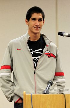 Bullitt East basketball player Derek Willis announced his commitment to the University of Kentucky on Jan. 20, 2012. Check out this photo gallery from his press conference.