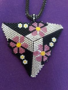 Seed Bead Projects, Beading Projects, Beading Tutorials, Peyote Beading Patterns, Loom Beading, Seed Bead Jewelry, Bead Jewellery, Beaded Boxes, Beaded Jewelry