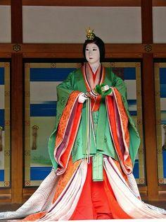 京都御所春季一般公開(7)小御所(こごしょ)の画像:たんぶーらんの戯言 A mannequin wearing junihitoe