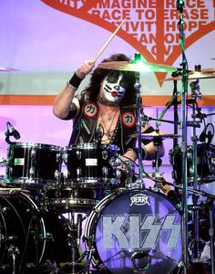 Musician Eric Singer of KISS performs onstage during the Annual Race To Erase MS Gala at The Beverly Hilton Hotel on April 15 2016 in Beverly. Eric Singer, Gene Simmons Kiss, Kiss Members, Kiss Rock Bands, 80s Hair Bands, Classic Rock And Roll, Kiss Art, Hot Band, Best Rock
