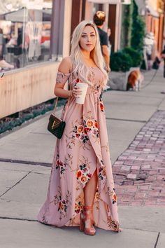 2020 Women Fashion floral homecoming dresses black and white floral maxi dress Mode Outfits, Stylish Outfits, Dress Outfits, Fashion Dresses, Fashion Belts, Dress Robes, Fashion Clothes, Style Fashion, Floral Homecoming Dresses