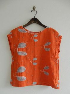 mina perhonen - add rib edging to sleeves - and consider silk knit sleeves under top Casual T Shirts, Shirts & Tops, Sewing Clothes, Diy Clothes, Clothing Patterns, Dress Patterns, Fashion Prints, Fashion Design, Casual Tops For Women