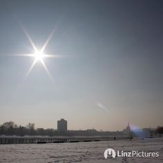 #skyline  . . . . #sunny #linz #igerslinz #linzer #live #view #sky #sonne #wanderlust #landscape #igersaustria #upperaustria #oberösterreich #home #hoamat #hometown #citylife #vibes #nofilter #linzpictures #diebestenbilderderstadt #picoftheday #mood #sunburn #winter #winterwonderland #smog #urfahr