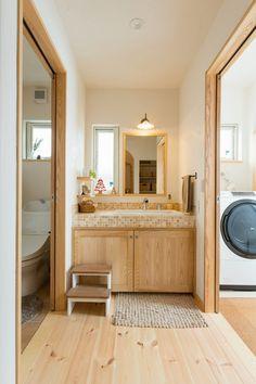 独立型の洗面は使い勝手も抜群! #洗面 #igstylehouse #アイジースタイルハウス Japanese Home Design, Japanese House, Home Office Design, Interior Design Living Room, House Design, Tiny Bathrooms, Upstairs Bathrooms, Plywood Interior, Toilet Design