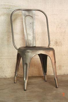 Chaise industrielle métallique classique