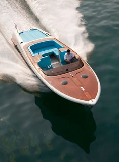 If you love boats (like me) or just love beautifully design things, then check out the lines on this Riva.... gawjus!