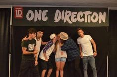 One Direction. Wow two kisses! She's super lucky. Lol look at Zayn's face expression