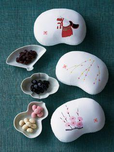 Japanese sweets: beautiful presentation.