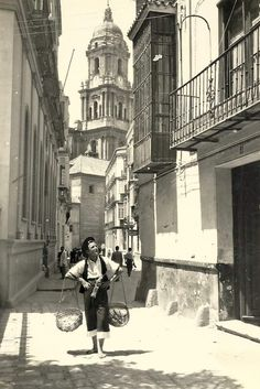 #Málaga. Calle San Agustín. City People, Malaga, Spain, Louvre, Street View, Travel, Cartier, Costa, Sun