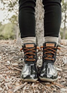 All Weather Sperry Duck Boots LivvyLand Duck Boots Outfit, Winter Boots Outfits, Winter Shoes, Sperrys Outfit, Outfit Winter, Women's Shoes, Shoes Heels Wedges, Shoe Boots, Futsal Shoes