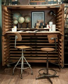 Great Vintage Desk   Content in a Cottage