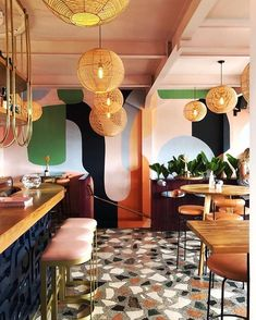 The true star of the Kaléo restaurant is the collection of mid-century furniture chosen by the local design studio david/nicolas. Small Restaurant Design, Plan Restaurant, Decoration Restaurant, Architecture Restaurant, Colorful Restaurant, Vintage Restaurant, Bar Interior Design, Restaurant Interior Design, Cafe Design
