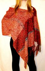 Ponchos a Telar Tejer Vida Poncho Shawl, Knitted Poncho, Scarf Belt, Fashion Fabric, Hand Weaving, Knitting Patterns, Knit Crochet, Scarves, Boho