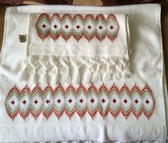 Bargello, Diy And Crafts, Straight Stitch, Log Projects, Stuff Stuff, Hardanger Embroidery, Embroidered Towels, Tejidos