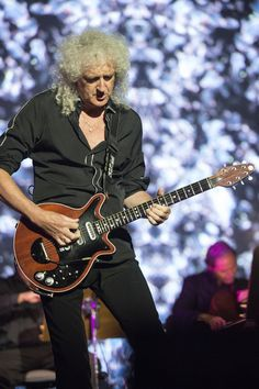 Brian May brings the Starmus stage to life.  (Photo by Max Alexander)