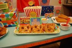 nom nom nom. So much fun, the kids could make their own little party favor bags with their favorite treats :)