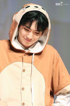 My hearteu can't handle Euiwoong cuteness Lee Euiwoong, Produce 101 Season 2, Yuehua Entertainment, Boyfriend Material, Boy Groups, Raincoat, Kpop, Celebrities, Boys