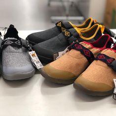 「買ってよかった」の声多数!ワークマンで見つけたら即買いしておきたい5つの超ヒット商品 CAMP HACK[キャンプハック] Hiking Essentials, Cool Inventions, Animal Fashion, Mens Fashion, Fashion Outfits, City Style, Air Jordans, Baby Shoes, Sneakers Nike