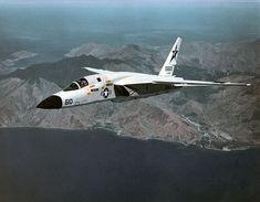 North American A-5 Vigilante (RA-5C) de l'US Navy en vol vu de l'avant