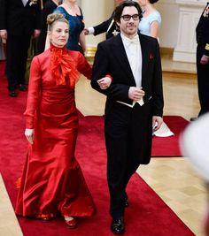 Flamencotanssija Kaari Martin kantoi ylväästi punaisen pukunsa. Peittävä puku oli virkistävä poikkeus avarien iltapukujen joukossa.
