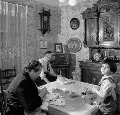Tout à fait la salle à manger de mes grands-parents !  La salle a manger de Madame Lucienne, Paris 1953 by Robert Doisneau