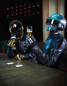 Gut: Die netten Helme // Schlecht: Bier geht nicht durch
