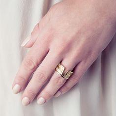 Bague VEGAS (99€ TTC) en plaqué or 18 carats jaune dans sa version « Sublime ». Votre bijou PHEBUS&Co est garanti 2 ans et vous est livré dans un pochon à l'intérieur de l'écrin magnet. Réf : 66100002 #mode #fashion #phebusandco #necklace #collier #colliers #bracelet #bracelets #ring #rings #jewelry #jewelrydesign #lifestyle #bijou #bijoux