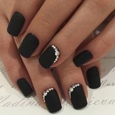 19 Trendy Black Coffin Nails Art Styles 2019 That Are Edgy Designs To Try The black nail is one of the most amazing nail colors. We say that for many reasons but for on our o. Fancy Nails, Cute Nails, Pretty Nails, Edgy Nails, Black Acrylic Nails, Black Coffin Nails, Black Shellac Nails, Black Sparkle Nails, Homecoming Nails